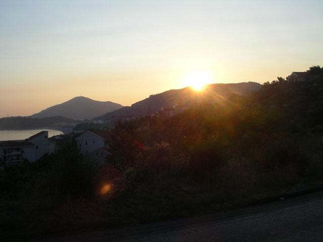 Закат над прибрежными горами